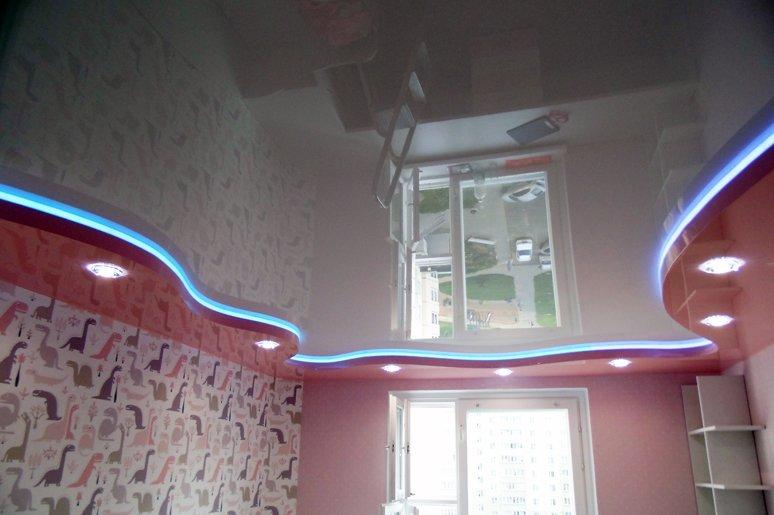 глянцевые натяжные потолки СПб