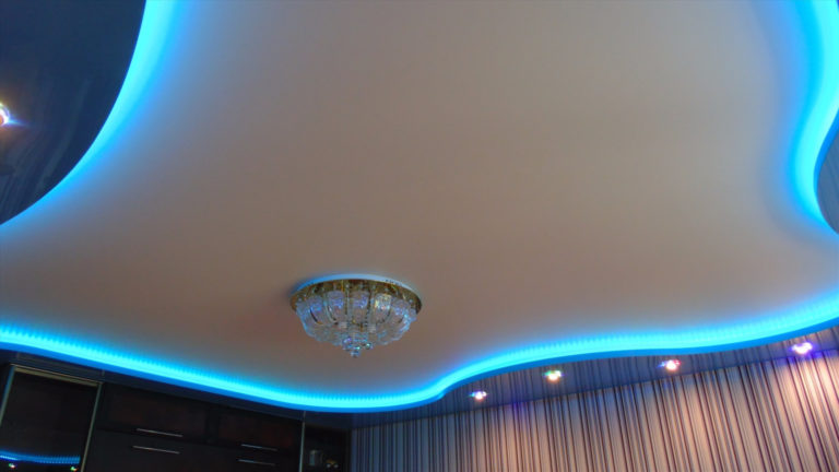 Двухуровневые натяжные потолки с подсветкой